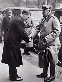 Hitler salue Hindenburg à Postdam le 21 mars 1933