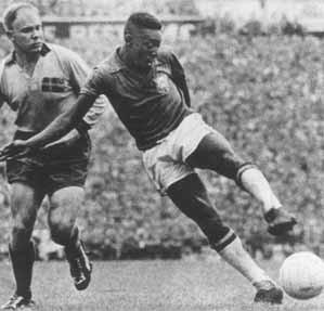 Pelé à Stockholm en 1958 pour la finale Brésil-Suède (DR)