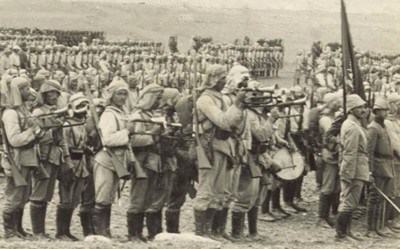 Infanterie ottomane en Palestine lors des préparatifs de l'offensive contre le canal de Suez, janvier 1915, bibliotèque du Congrès, Washington.