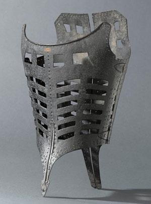 - Corset porté à l'époque de Catherine de Médicis, 1590, musée de la Renaissance, château d'Écouen