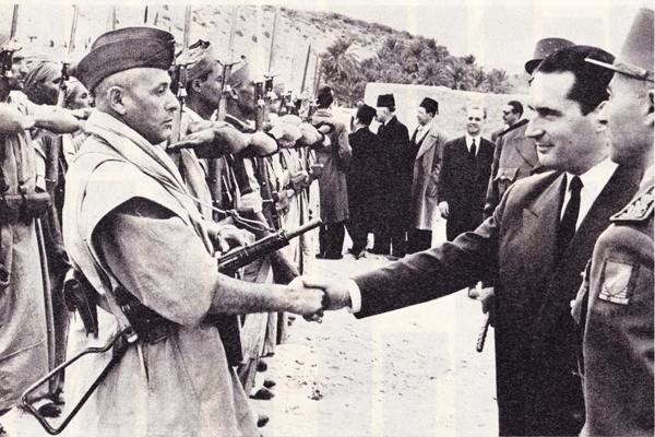François Mitterrand, ministre de l'Intérieur, dirige la répression contre le FLN dans les Aurès en 1954