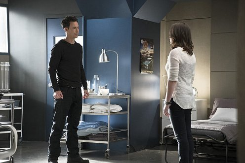 "The Flash -- ""Trajectory"" -- Image FLA216a_0007b -- Pictured (L-R): Tom Cavanagh as Harrison Wells and Violett Beane as Jesse -- Photo: Katie Yu/The CW -- © 2016 The CW Network, LLC. All rights reserved."