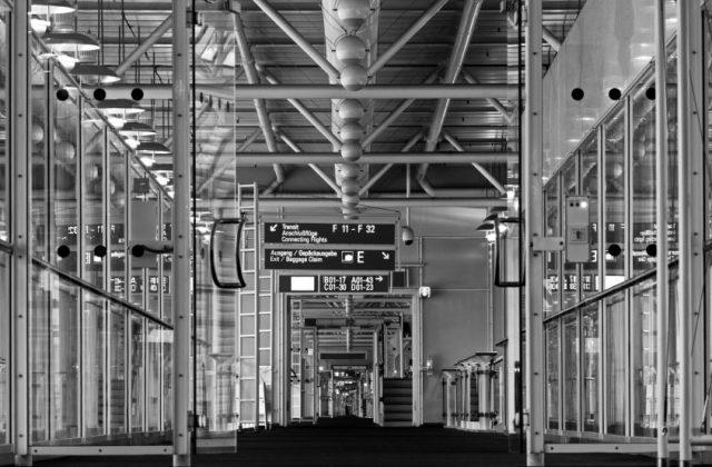 Flughafen Amsterdam s/w 1
