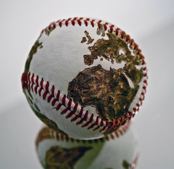 Pelota Amanecer dorado, 2014 de baseball pirograbada / ©Avelino Sala