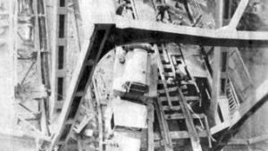 Bilder vom Fall der Brücke im Zweiten Weltkrieg