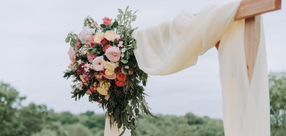 Blumen als Dekoration für eine Hochzeit