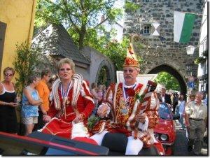Erpeler Prinzenpaar beim Karnevalsumzug