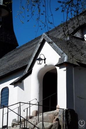 Portal till Enskede kyrka som uppfördes i nationalromantisk stil.