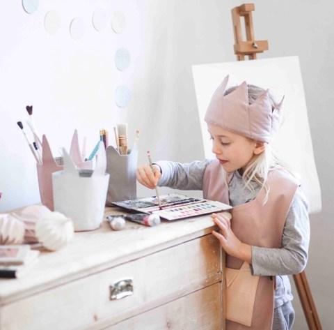 schuerze-krone-koerbchen-fabelab-kreativ-malen-verkleiden-kinder-herrundfraukrauss
