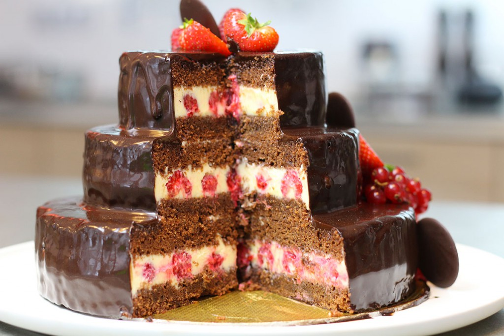gateau d anniversaire au chocolat a etages