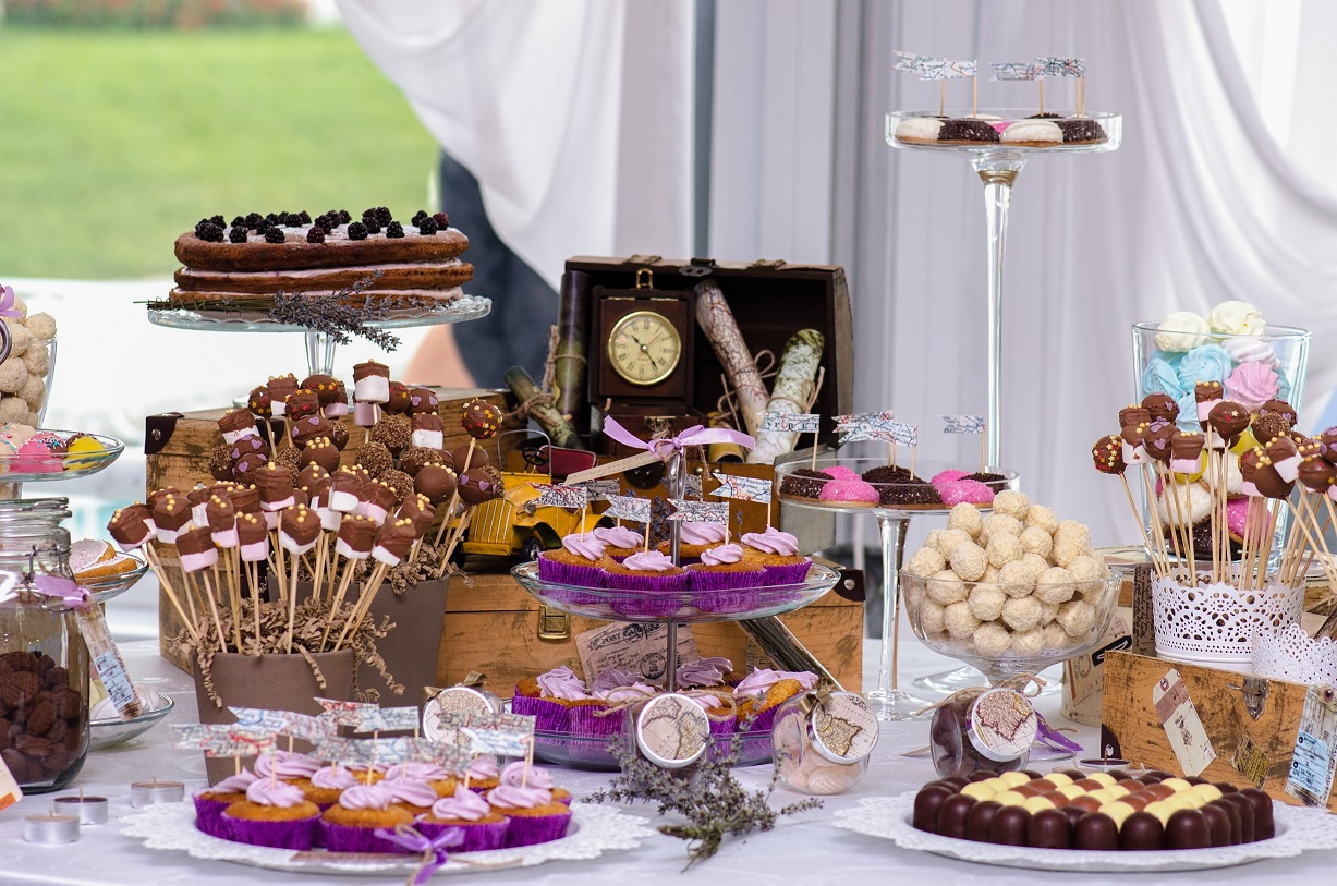 5 untraditional wedding foods your guests will fall in love with