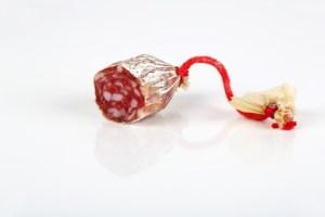 Nicht mehr viel übrig von der Salami: Endstück und Wurstzipfel.