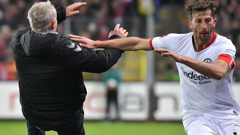 David Abraham kicks Christian Streich