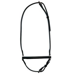 hannoveransk næserem i sort kvalitetslæder med sølv-farvede spænder. Næseremmen er designet, så den passer til den Islandske hest.