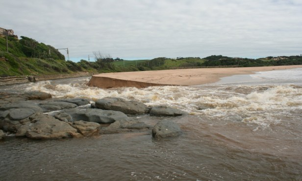 Mtwalume river breaking through to the ocean2