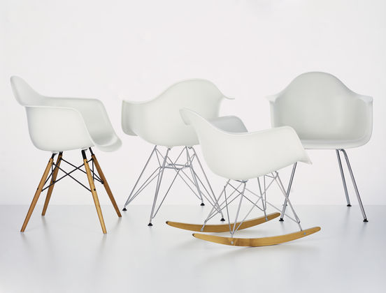 Eames Rar Schommelstoel Zwart.Vitra Eames Schommelstoel Rar Het Design Entrepot
