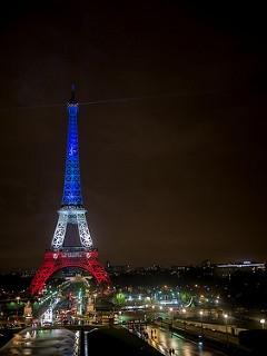 tour eiffel bleu blanc rouge paris attacks attentats 13 novembre 2015 valeurs credit yann caradec