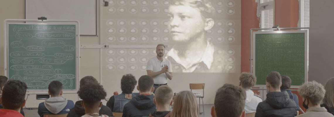 Avec Professeur Alan Turing, Vladimir Stayaert met en scène la vie du mathématicien directement dans une salle de classe. En octobre à l'Hexagone de Meylan.