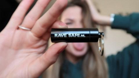 festival oordopjes gehoorbescherming van RAVE SAFE gehoorscherming oordoppen festival geluid review (1)