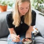 Miriam - plantbasedbrekkie - vegan breakfast bowl