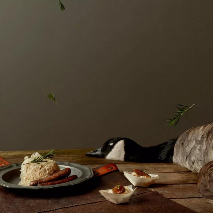 Zuurkoolrisotto met braadworst van wilde gans, vijg en rozemarijn