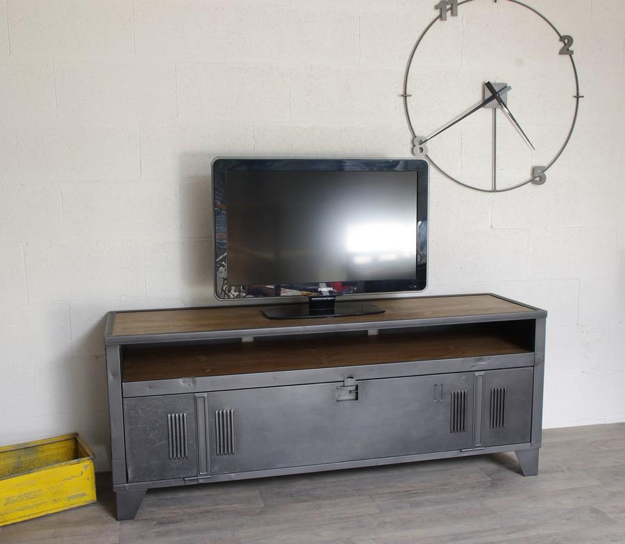 meuble tv industriel avec ancien vestiaire et niche pour les appareils ref tulsa