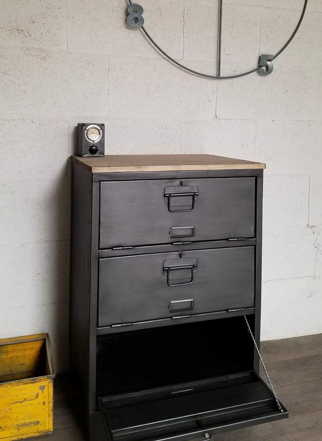 meuble de rangement avec un casier militaire reno
