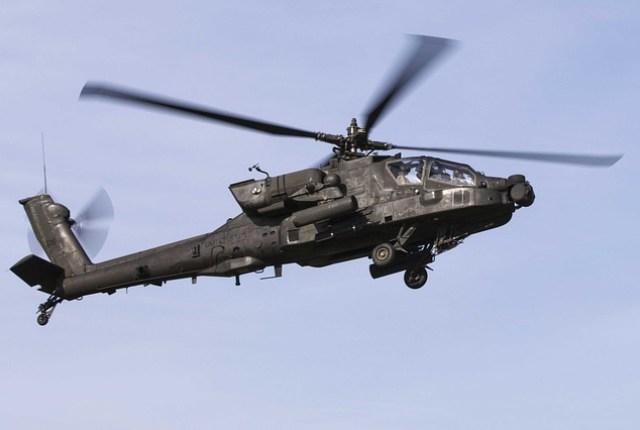طائرة عسكرية تنقل طفل إلى المشفى لعدم توفر سيارة إسعاف
