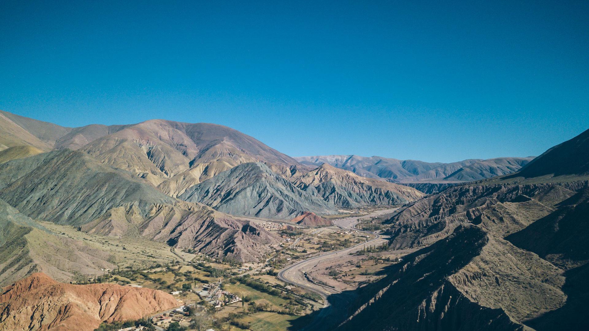 Vue sur les différentes montagnes à côté de Purmamarca