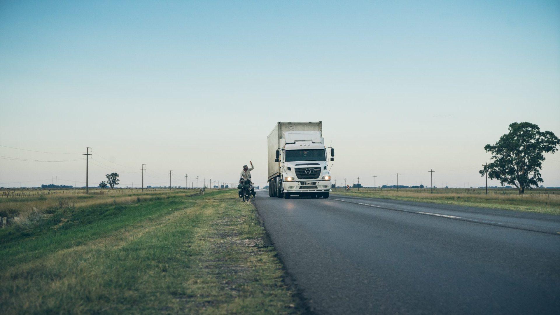 Certains camions ne s'écartent pas assez