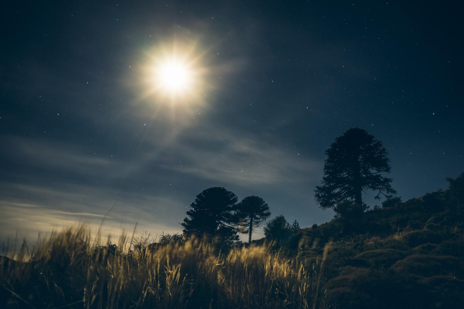 La lune au Lago Huechulafquen