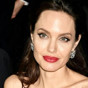 Angelina Jolie PraCh Ly Brad Pitt