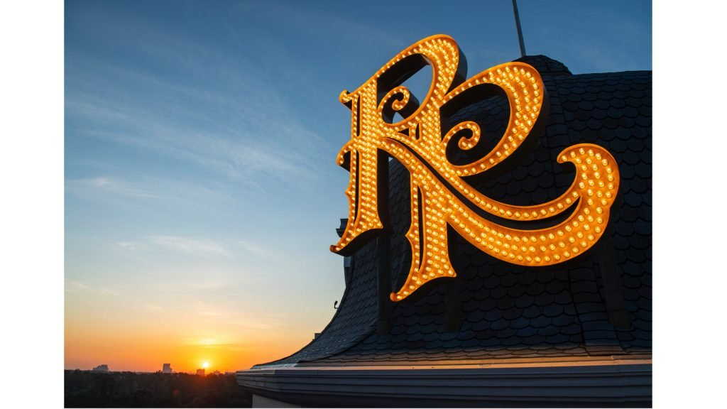 Riviera Resort 'RR' Monogram Sign