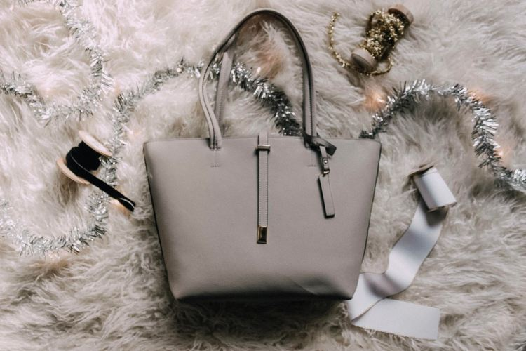 gift guide for her christmas list for mom wife sister