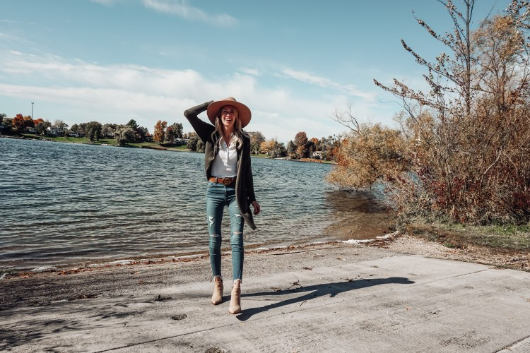 an easy fall outfit heyitsjenna ootd brixton hat