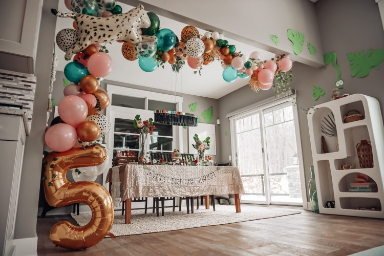 balloon garland jungle cheetah meri meri birthday party theme