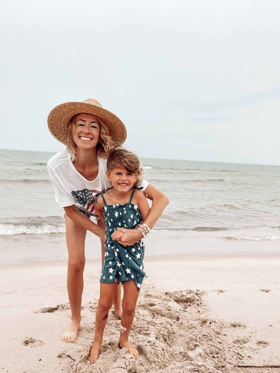 fourth of july outfit ideas festive beach