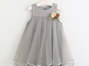 Robe grise de célébration pour fille avec fleurs