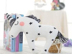 Oreiller licorne noir et blanc - Décoration chambre