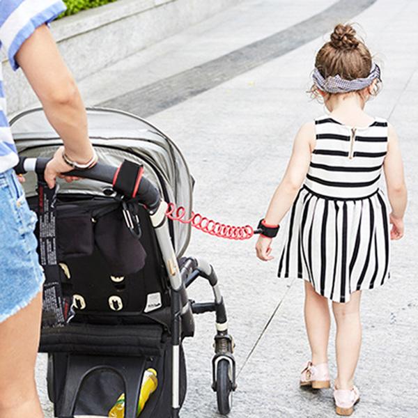 Laisse pour enfant attaché à la poussette pour ne pas le perdre
