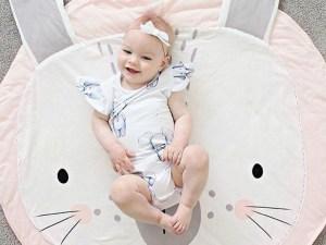 Tapis de jeu bébé lapin rose