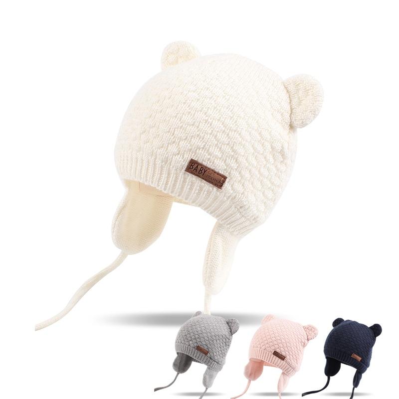 e89881589b7 Bonnet bébé avec cache-oreilles pour se protéger du froid en hiver