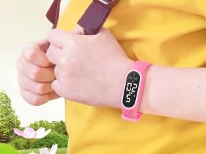 Montre pour enfant écran LED bracelet silicone rose