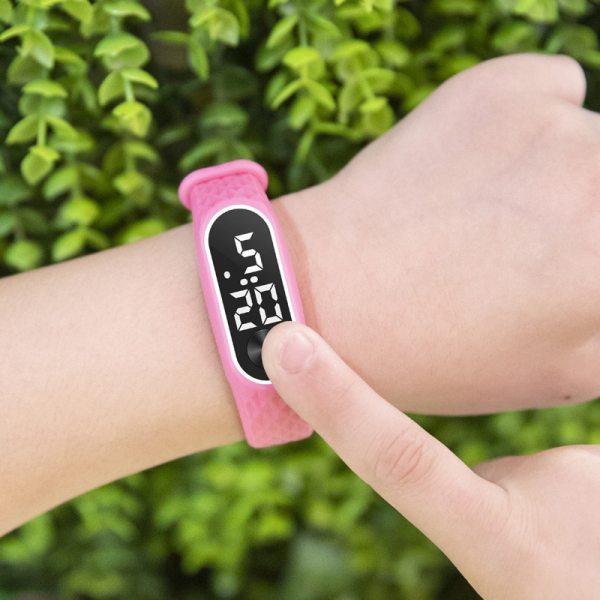 Montre pour enfant bracelet silicone rose
