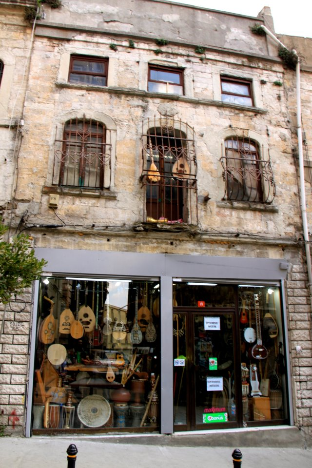 Guitar covered building: Istiklal Caddesi