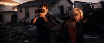 Monsters Kaulder (Scoot McNairy), Sam (Whitney Able)
