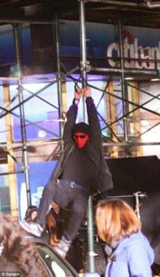 Andrew Garfield- The Amazing Spider-Man Set Costume 2