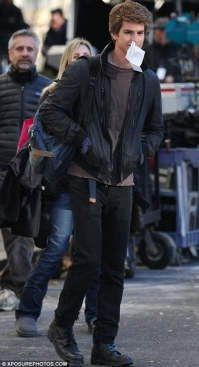 Andrew Garfield with Nosebleed Tissue - The Amazing Spider-Man Set