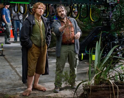 Martin-Freeman-and-Peter-Jackson-on-set-in-The-Hobbit-An-Unexpected-Journey