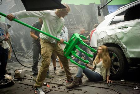 Michael-Bay-and-Nicola-Peltz-on-set-of-Transformers:-Age-of-Extinction